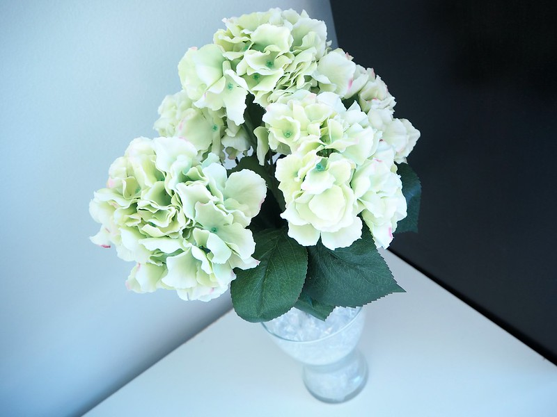 hortensiakimppumaisonhelsinkiP2278530, vaalean vihreä, pale green, light green, hortensia, hydrangea, kukka kimppu, bouquet, maison helsinki, maison helsinki boutique, sisustus, decoration, kukat, flowers, kimppu, tekokukat, artificial flowers, laadukas, kaunis, lovely, bouquet of hydrangea, hortensia kimppu, hint of pink, decorate, home, sisustus, ostokset, shopping, inspiration, paketti, rusetti, kassi, maljakko, vase, sellofaani, ,