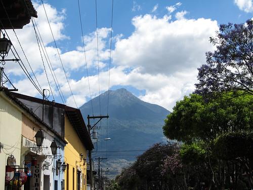 Antigua: le volcan Agua complètement dégagé !