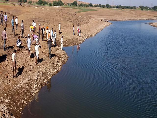 छायन गाँव का तालाब