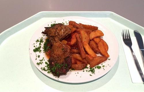 Pork steak with red wine sauce & country potatoes / Holzfällersteak vom Schwein mit Rotweinjus & Country potatoes