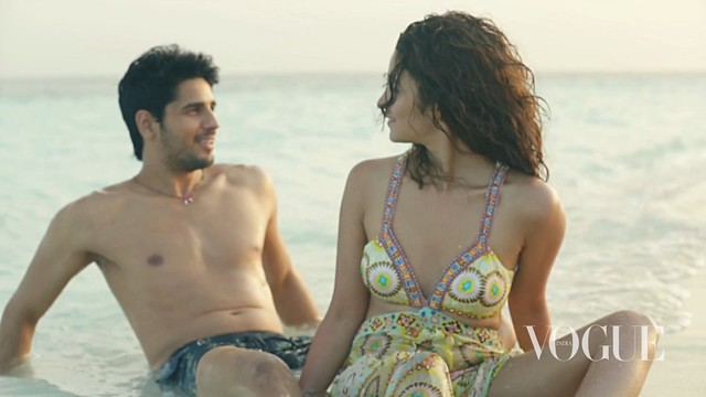 Sidharth Malhotra & Alia Bhatt enjoying at beach