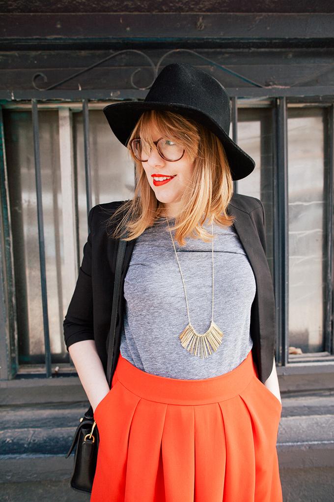 red-skirt-black-hat10