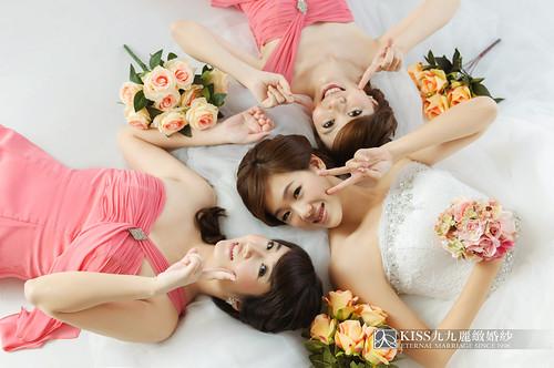 來看看我們在高雄建國國小拍的閨蜜婚紗吧!Kiss九九麗緻婚紗 (8)