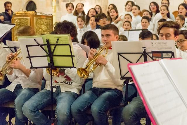 Conversano- gli alunni della carelli forlaji in concerto in catedrale (7)
