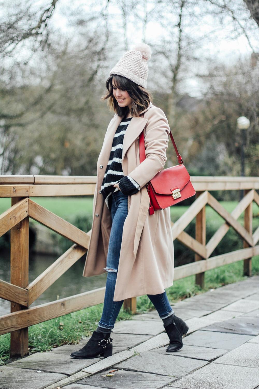 look con jersey de rayas y abrigo beige myblueberrynightsblog