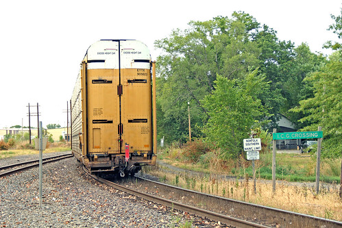 railroadtracks norfolksouthern norfolksoutherntrains autoracktrains railroadjunctions nsinillinois norfolksoutherninillinois