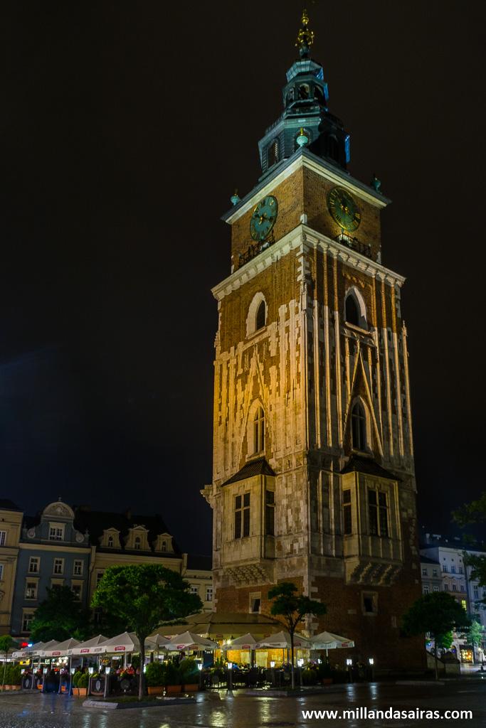 Torre del ayuntamiento de noche