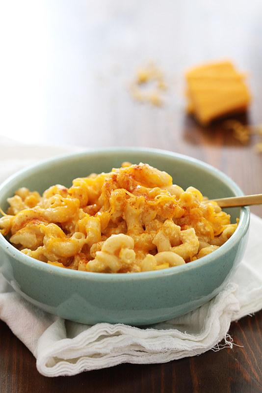 Creamy Slow Cooker Mac and Cheese | girlversusdough.com @girlversusdough