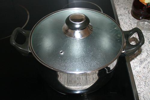 10 - Wasser für Nudeln aufsetzen / Bring pot with water for noodles to a boil