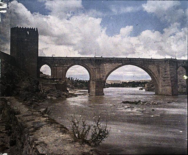 Puente de San Martín, autocromo tomado hacia 1910. Fotografía de Francisco Rodríguez Avial © Herederos de Francisco Rodríguez Avial