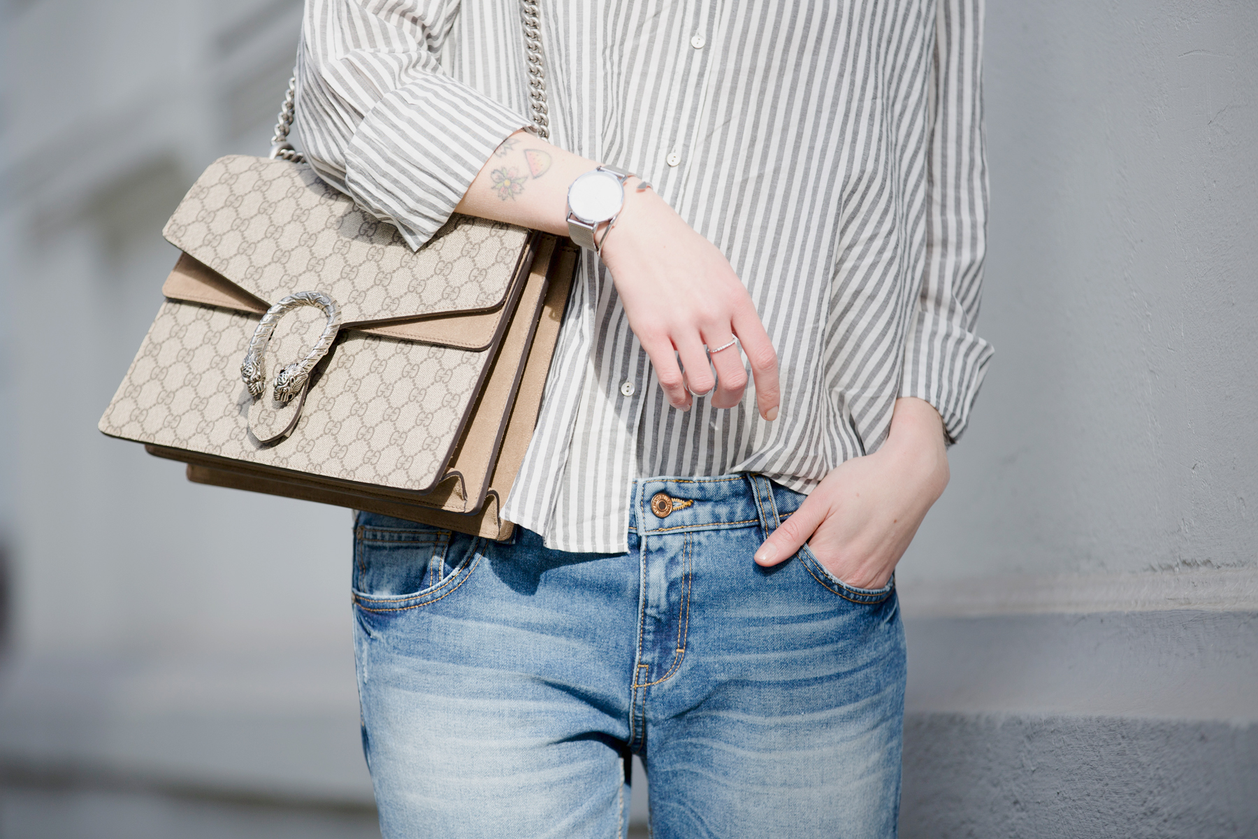 francaise striped shirt parisienne style bangs brunette jeans chanel lookalike heine pumps chic luxury gucci dionysus bag sun spring outfit ootd look le specs fashionblogger ricarda schernus cats & dogs blog 3