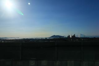 新函館北斗駅到着直前のA席側 函館山が見えます
