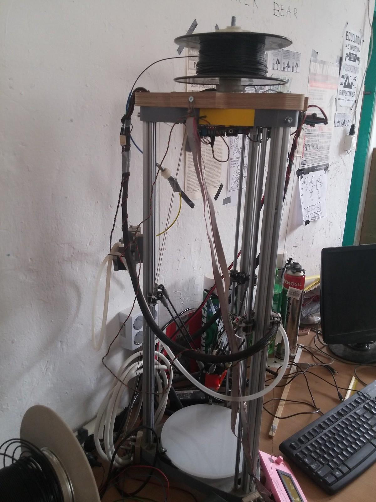 3D printeris Nr.2. Ir panašu, kad be darbo ilgai nestovi.