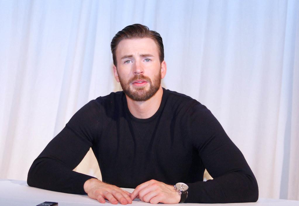 Крис Эванс — Пресс-конференция «Первый мститель» 2016 – 1