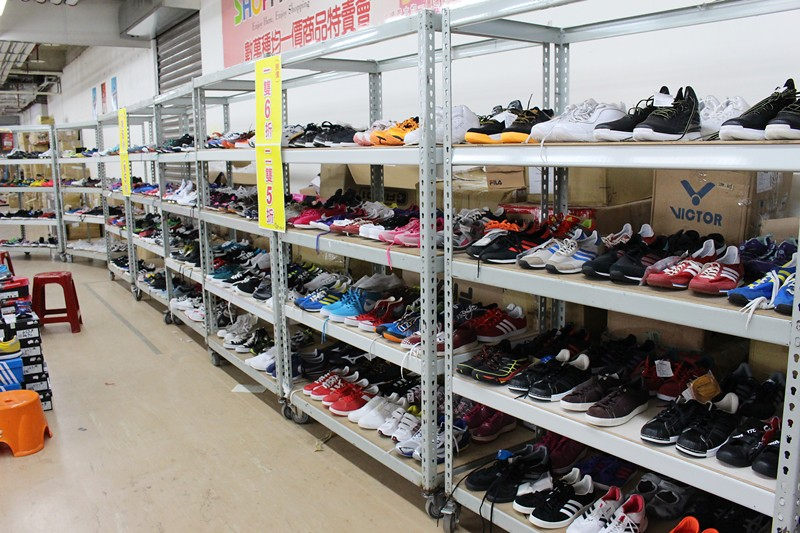 24198732544 51e32273b2 b - 熱血採訪。台中干城特賣會搶好康,La new男女鞋、Nike等運動品牌、思薇爾內衣、精典泰迪童裝