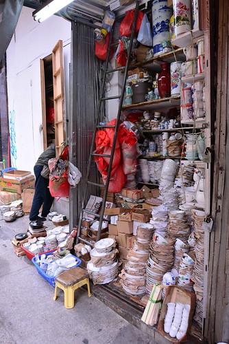 香港食器のお店の奥行きは50cm