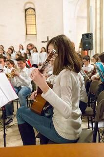 Conversano- gli alunni della carelli forlaji in concerto in catedrale (6)