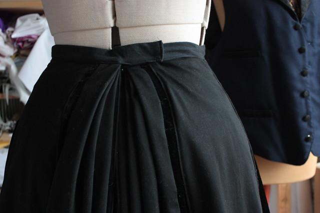 Détail d'une jupe, costume historique 1895