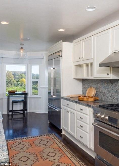 Кухня с видом на Голливуд-Хилс