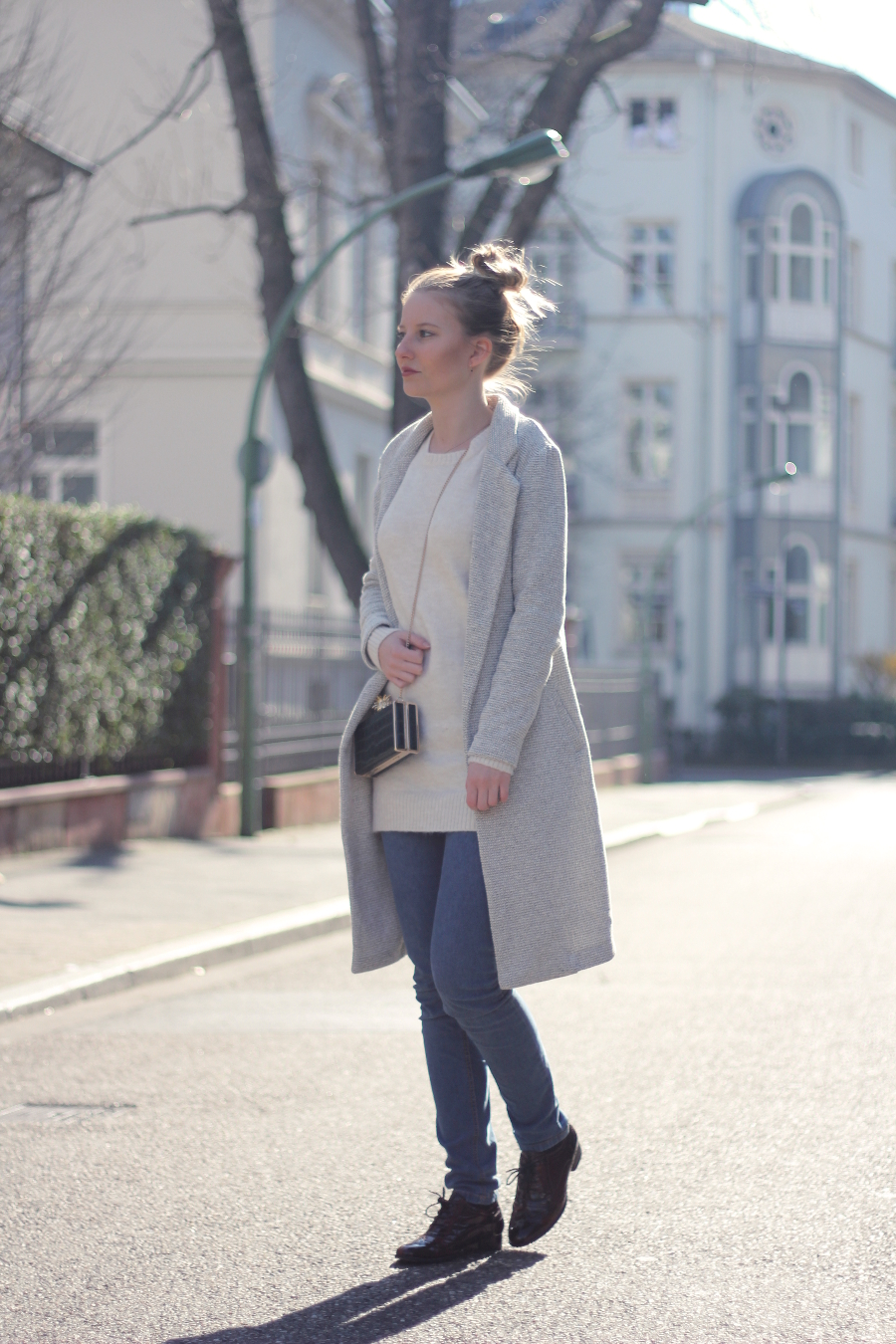 outfit blogger zara ananas clutch pullover jeans brogues frühlings feeling frankfurt