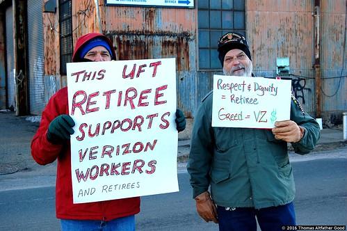 CWA Retirees Picket Verizon Garage (1)