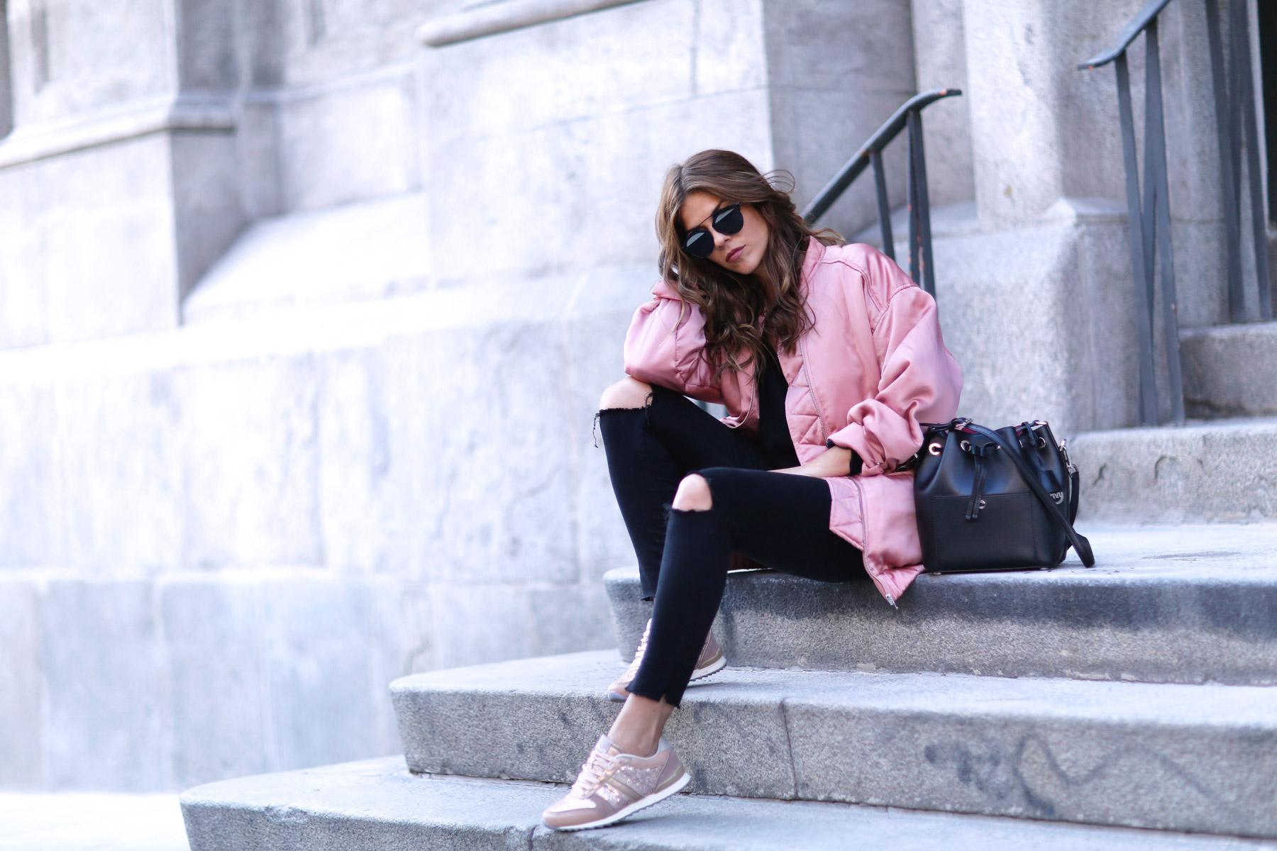 trendy-taste-look-street-style-otono-invierno-2016-bomber-rosa1