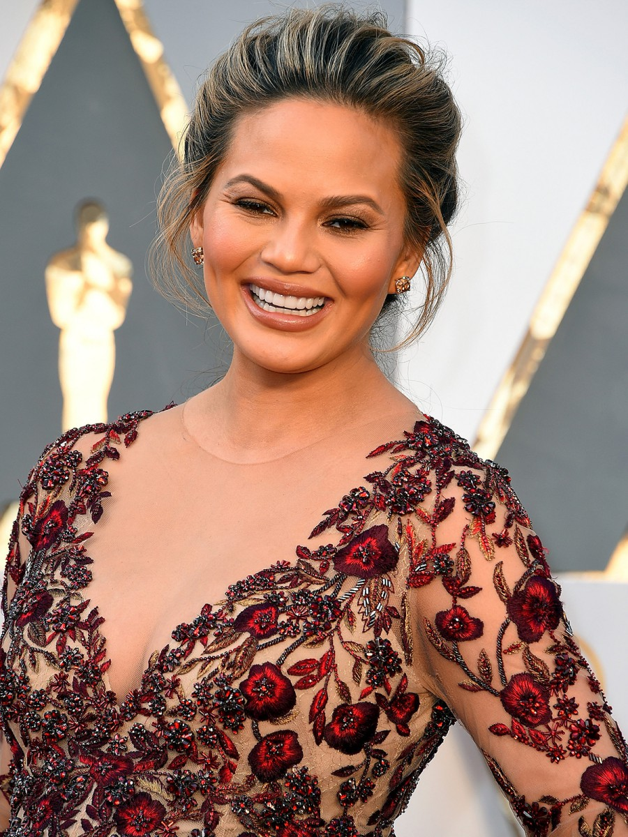 Oscars 2016 Chrissy Teigen Hair and Makeup