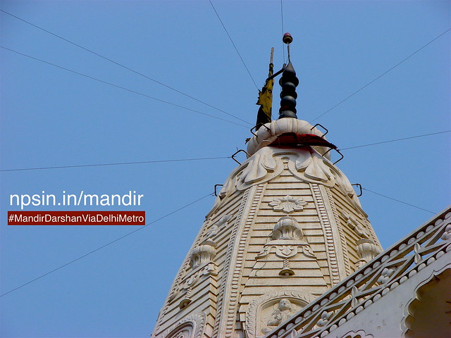 A closeup photo shows the decoration of the top portion of saat manjila shikhar. By using lift, one can view this top otherwise camera will show you this sean.