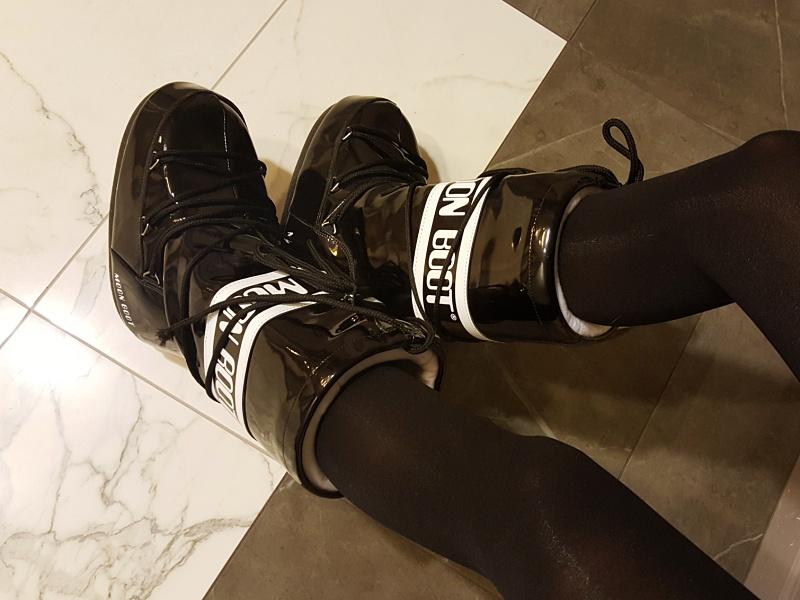 black moon boots