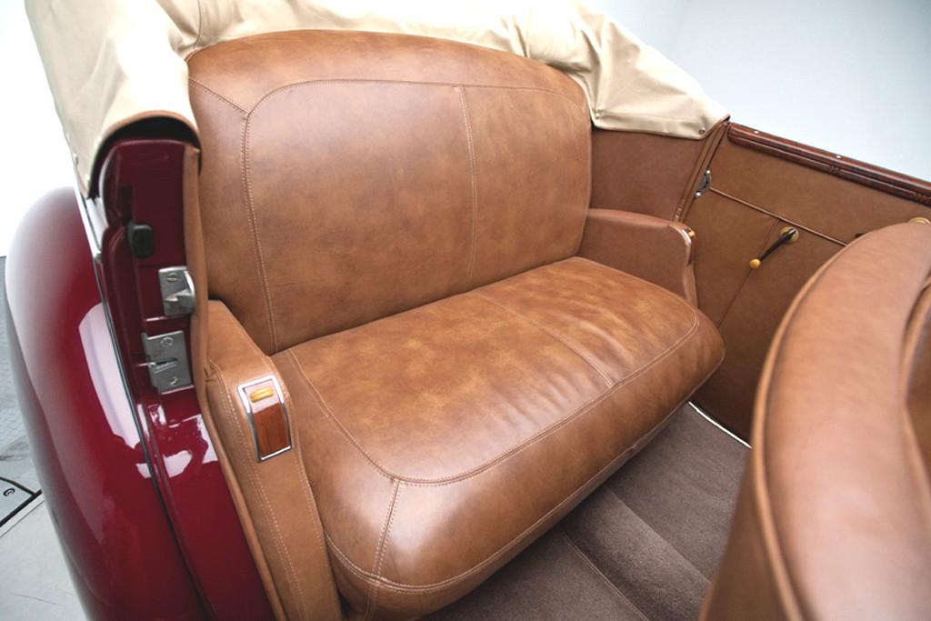 39017_O Ford Deluxe 221CI Flathead V8 3SPD Convertible Sedan_Burgundy