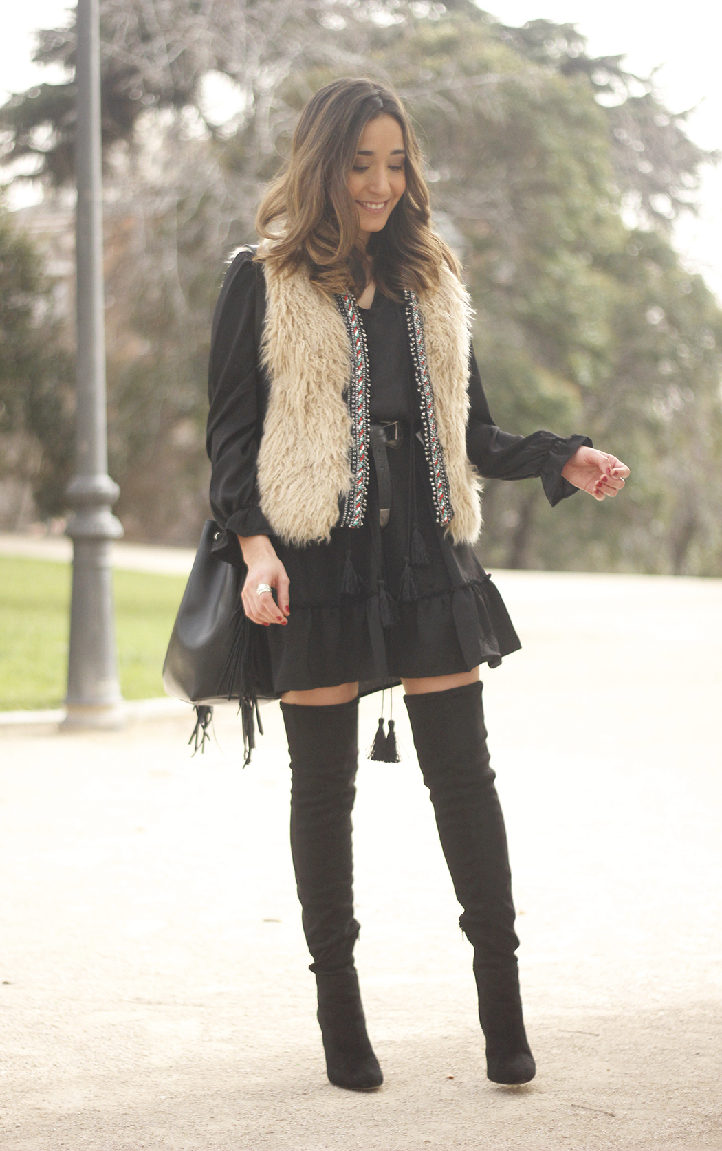 black boho dress fur vest over the knee boots fashion outfit13