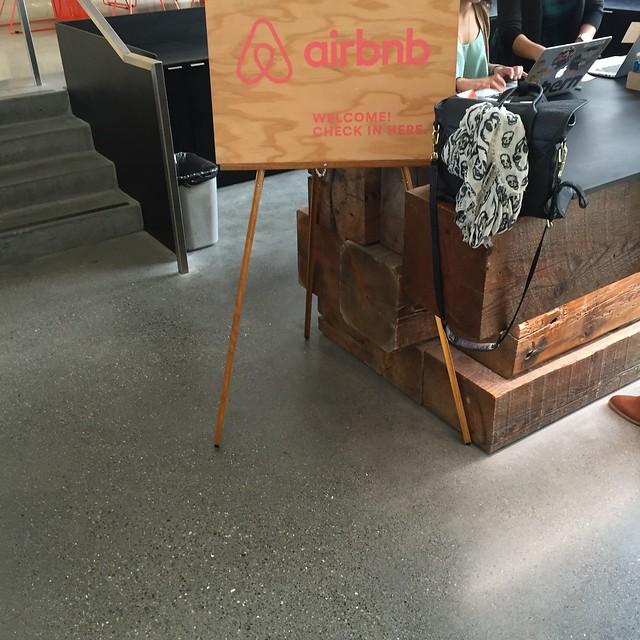 airbnb 안내 데스크