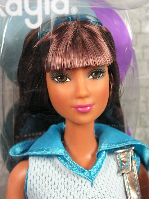 2004 Barbie Fashion Fever Kayla H0868 (1)