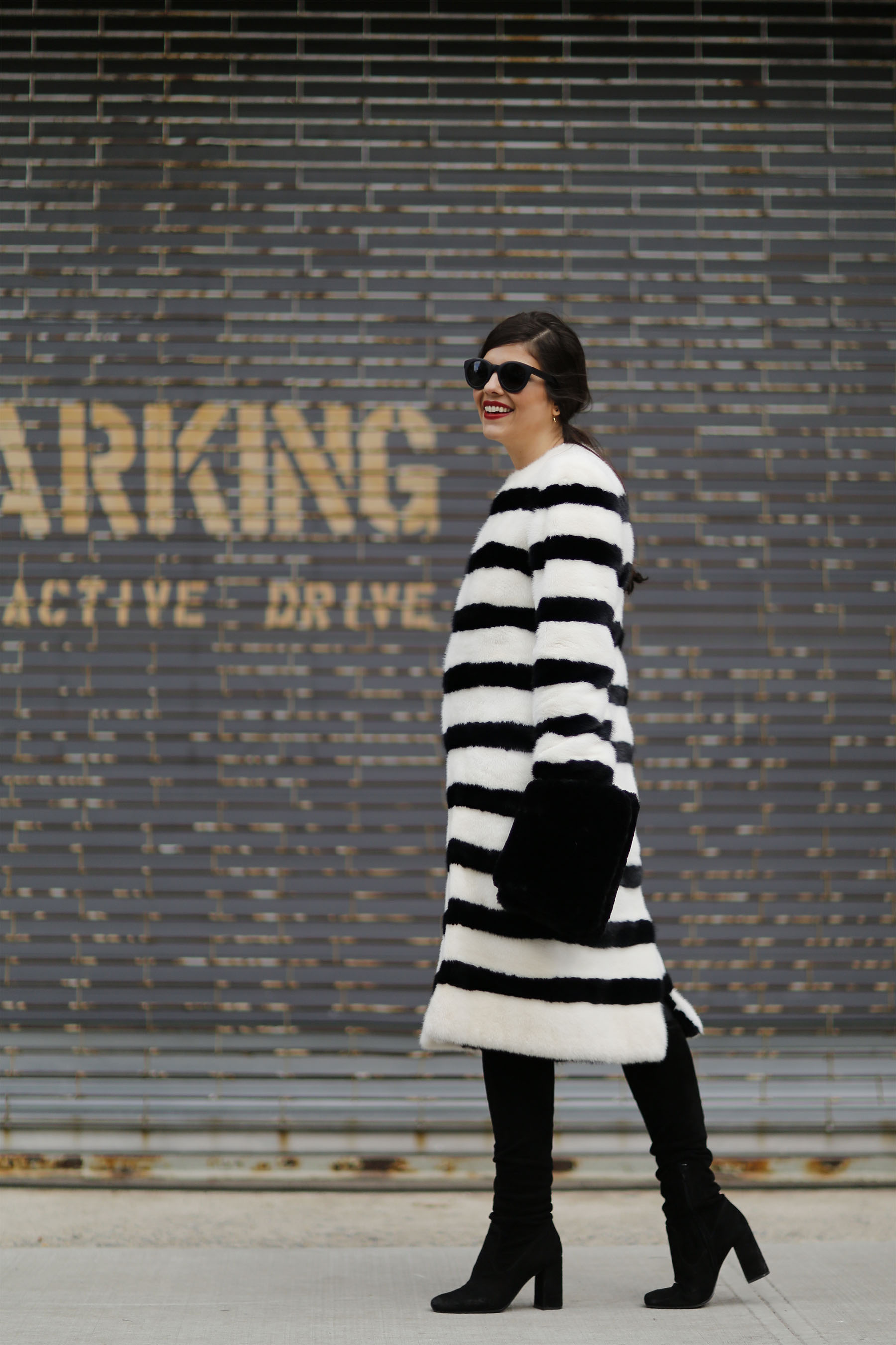 trendy-taste-nyfw-tresemme-a-moi-show-abrigo-blanco-negro-pelo-6