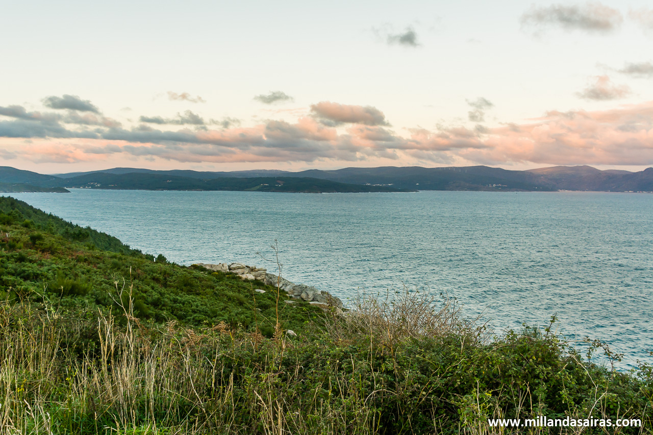 El horizonte todo es mar pero la Costa da Morte continua