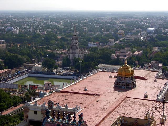 Vista del templo Sri Thayumanaswamy , desde lo alto de Rock Fort