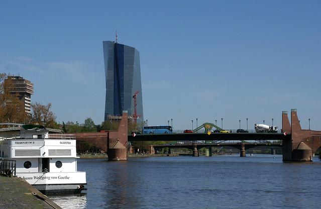 Frankfurt, Obermainbrücke, Flößerbrücke und EZB-Turm - Main bridges and European Central Bank Tower
