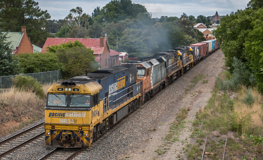 NR34, DL44, NR38 and NR73 on 5MW2 at Goulburn by Azza01
