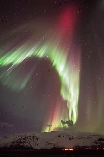 Northern lights paroxysm over Vatnajökull glacier - Iceland