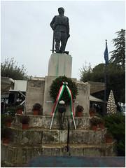 Corona deposta al monumento ai caduti in memoria dei dispersi del Piroscafo ORIA