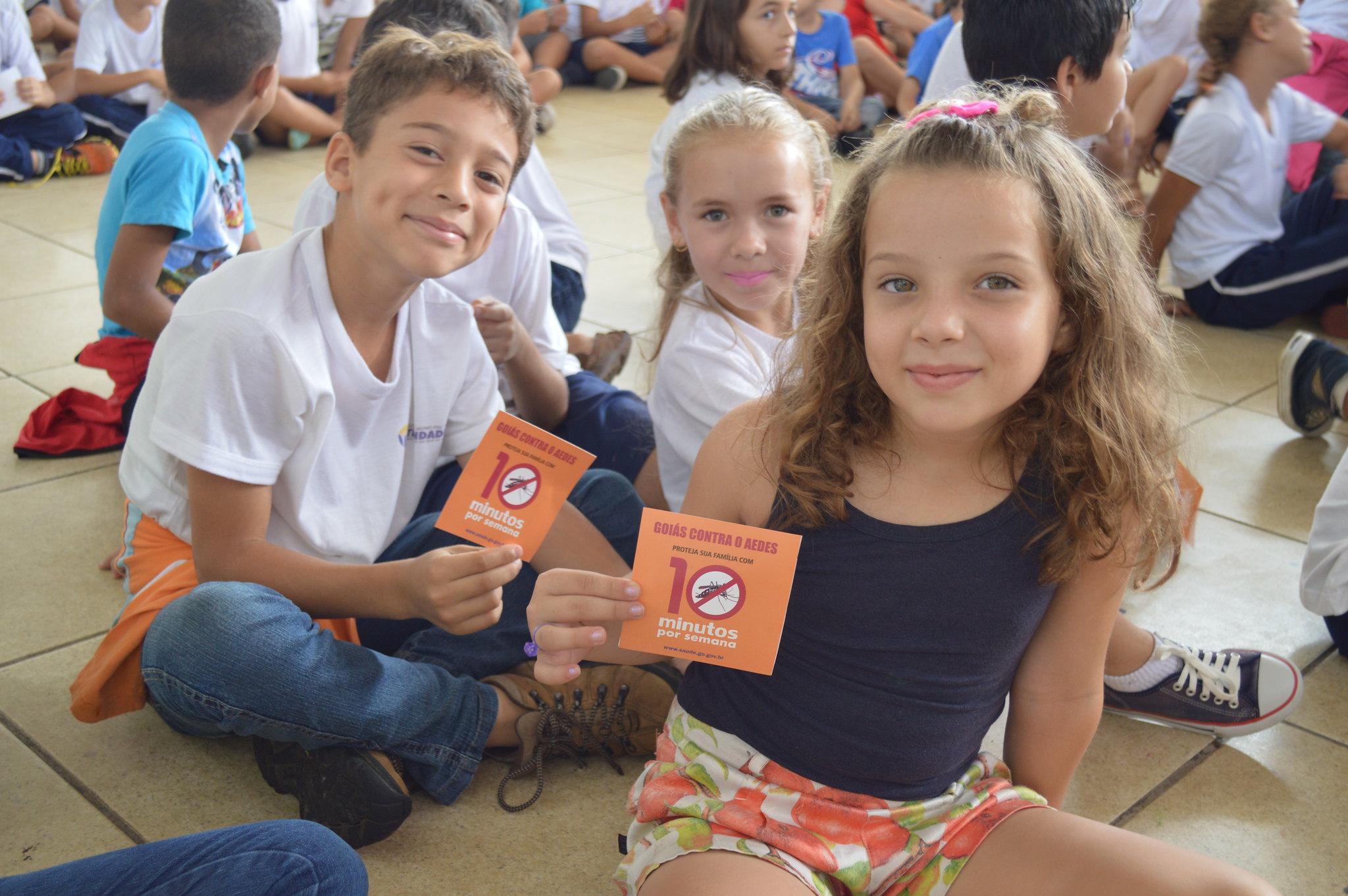 Vynnicius José, Maria Eduarda e Heloisa da Silva do 3º ano do Ensino Fundamental mostram as dicas que receberam