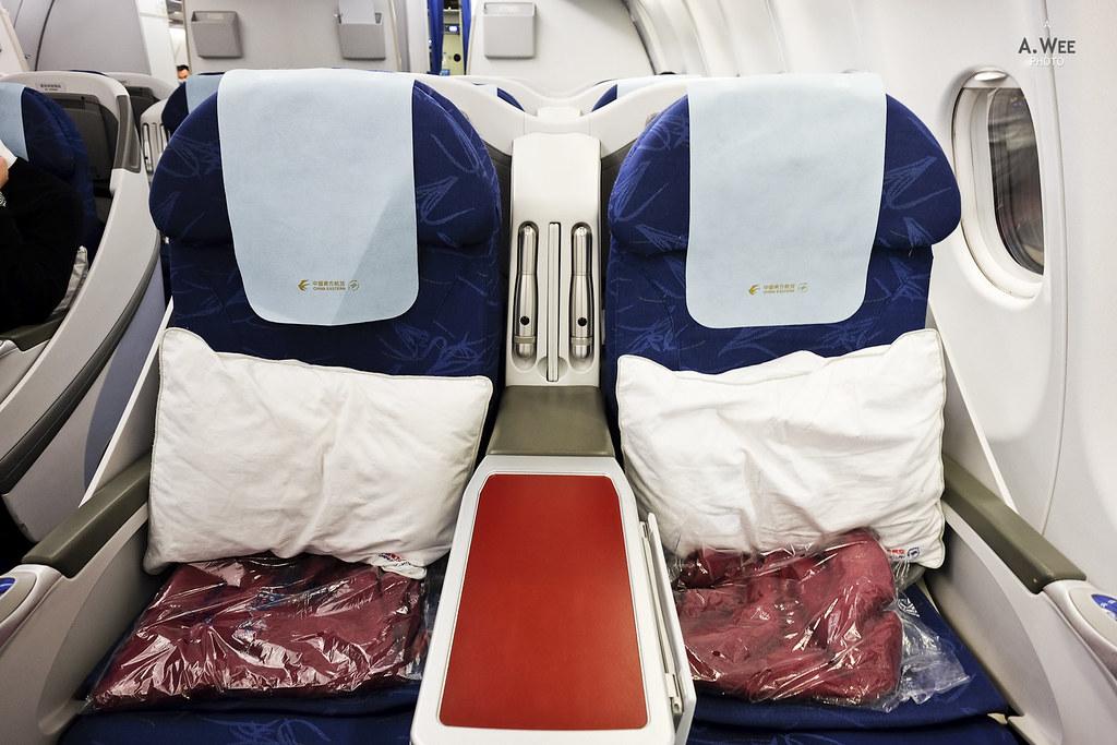 Pair seats