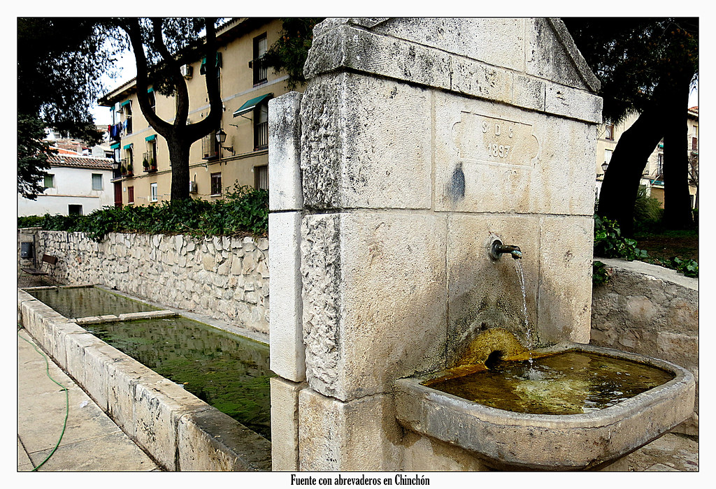 Fuente con abrevaderos en Chinchón