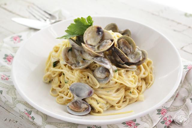 Espaguetis con almejas y vino blanco www.cocinandoentreolivos.com (1)