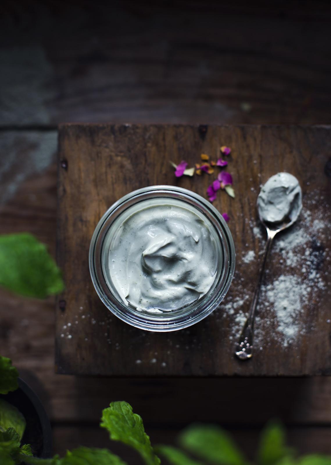 Hemgjord Ansiktsmask med Grön Lera, Yoghurt & Lavendel - Evelinas Ekologiska