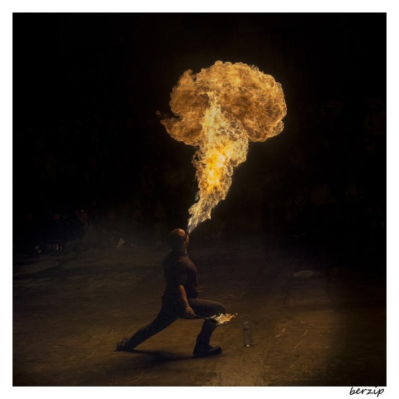jongleurs et cracheurs de feu 24251633319_a32869846a_o