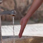 Agua y mano