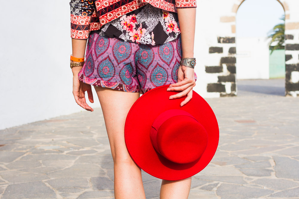 bright red hat shorts spanish look