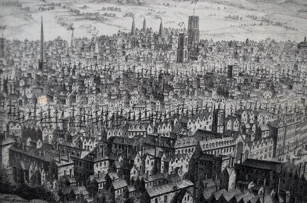 > Les mats dans le port de Bristol rajoutent à la densité des maisons.