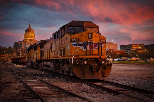 Notley Hawkins Photography, Jefferson City MO Photographer, Jefferson City MO Photo, Jefferson City Missouri Photography, Jefferson City Missouri, Union Pacific Railroad, locomotive, train, Jefferson City MO, sunset, sky, clouds
